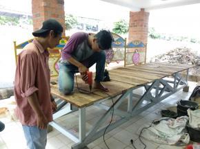 Proses Pembuatan dan Pemasangan Jembatan oleh Himpunan Mahasiswa Teknik Sipil